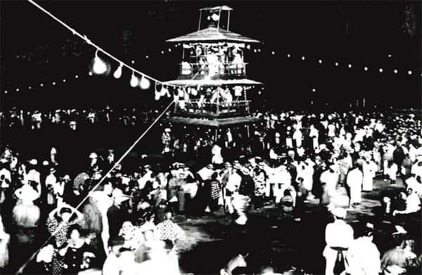 昭和の頃の盆踊りの様子 (提供 三笠市)